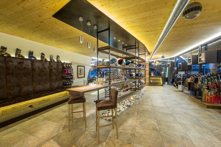 Modernes Skidepot Shop Im Zentrum Von Saalbach Skifürst Rent A Ski